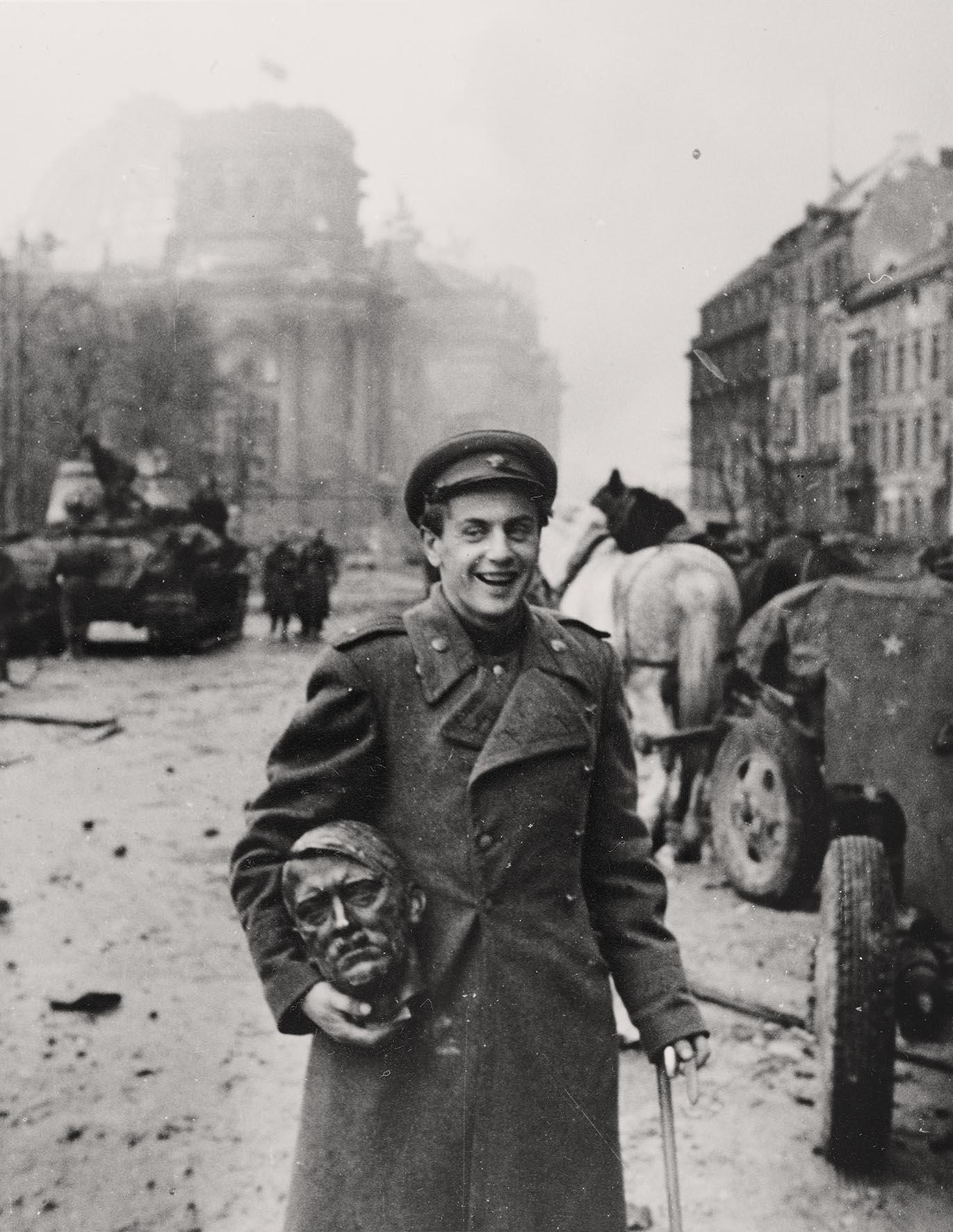 O To Ww Bing Comsquare Root 123: Berlim, Museu Historico, Exposicao Fim Da Guerra, Foto Do